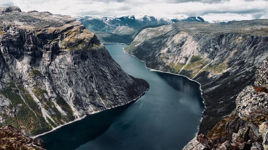 Melyik országra gondoltunk? Itt található a kontinentális Európa legészakibb pontja, fjordok, Oslo.