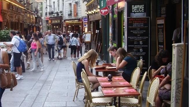 A város legrégebbi kerülete a Quartier Latin, azaz a Latinnegyed. A híres Sorbonne egyetem is itt található. Melyik város ez?